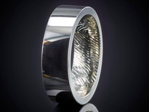 Vingerafdruk ring witgoud 6 mm gravure binnenzijde
