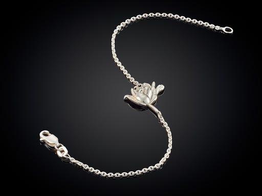 Zilveren armband Tulpomania Haarlem met tulp naar ontwerp van goudsmid Marijke Mul