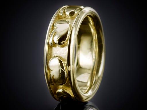 Nier ring goud bij sieraden in stijl