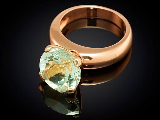 ring-goud-danser-prasioliet-sieraden-in-stijl-detail