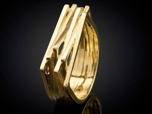Ring strak en elegant geelgoud Goudsmid Marijke Mul Sieraden in Stijl