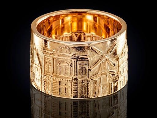Brede gouden ring van City Jewels met monumenten uit Haarlem