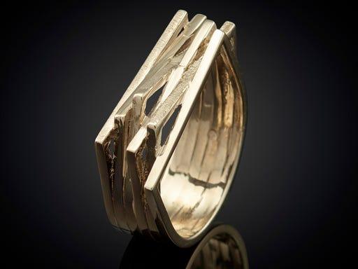 ring strak design witgoud handgemaakt Sieraden in stijl