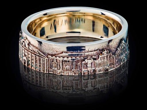 smalle zilveren ring met iconische gebouwen in Haarlem van City Jewels