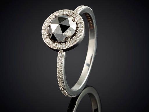 spectaculaire ring witgoud met zwarte roos diamant en 58 diamanten