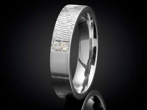 Vingerafdruk ring witgoud met diamant 4mm goudsmid Marijke Mul op Sieraden in Stijl