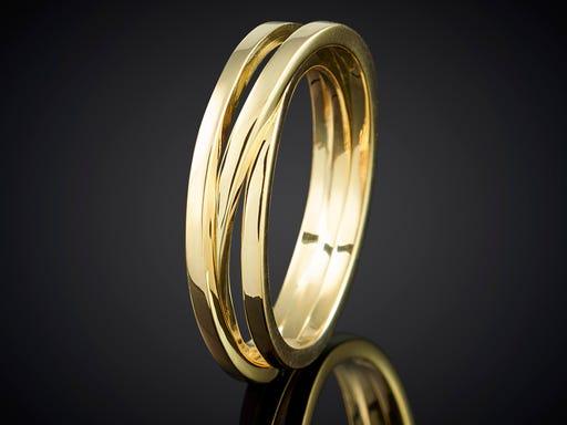 Ring uit onze unieke wikkelserie 3 baans geelgoud handgemaakt goudsmid Marijke Mul Haarlem