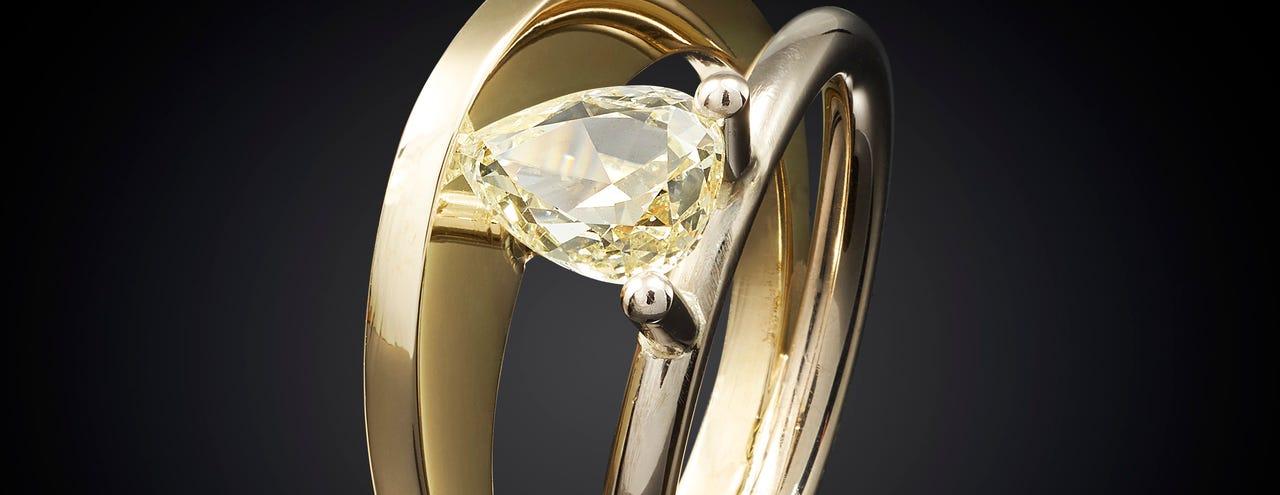 ring, marijke mul, sieradem, bi-color, geelgoud, witgoud, diamant, zonsopgang, verlovingsringen, trouwringen, spiegeling, zonsopgang, sieraad