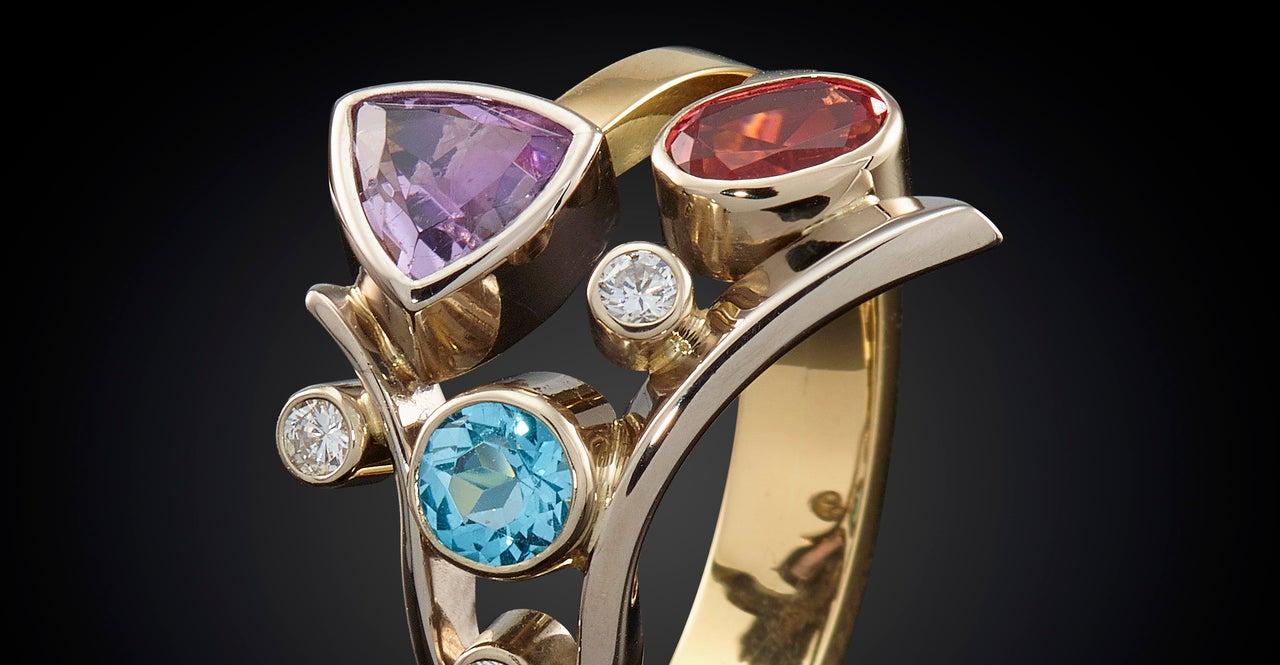 vermaakte trouwring tot een fantasie ring met mooie edelstenen