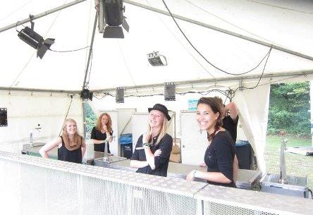 Bierkorting, frisdrankkorting, barpersoneel en goedkope materialen op evenementen
