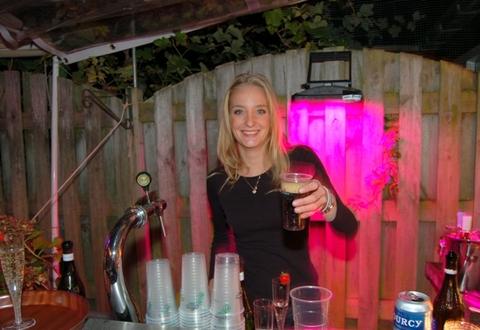Barpersoneel wil werken op feesten