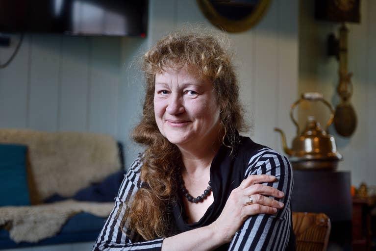Lydia Rood, schrijfster. Voor vakblad Lezen.