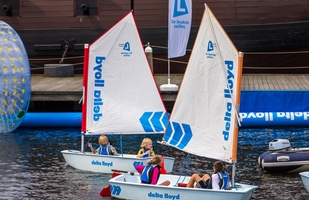 Delta Lloyd geeft zeilboot weg